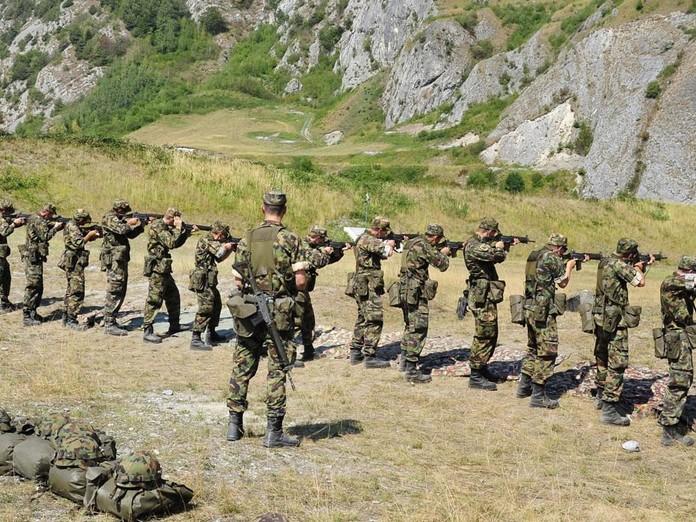 Die Armee übt zwischen Glarus und Viamala