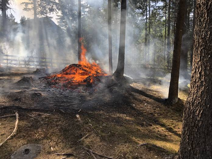 Grillplatz bei Grüsch ging in Flammen auf