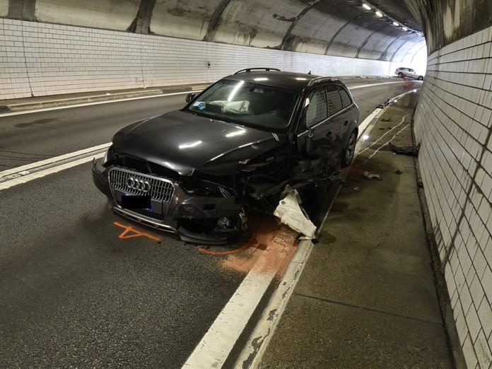 Kollision im Tunnel Rongellen fordert zwei Verletzte