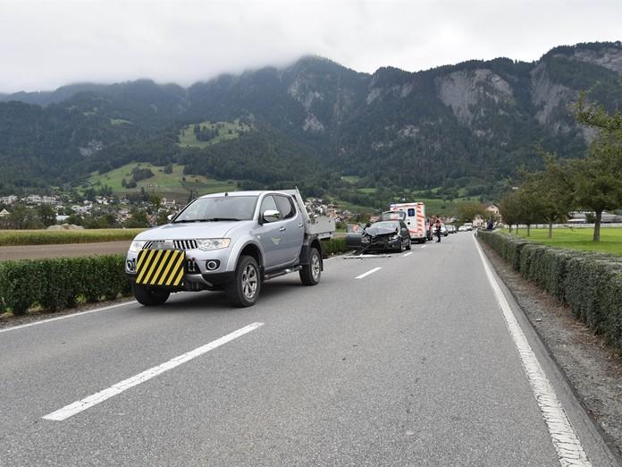 Ungebremst in abgestelltes Auto geknallt - zwei Verletzte