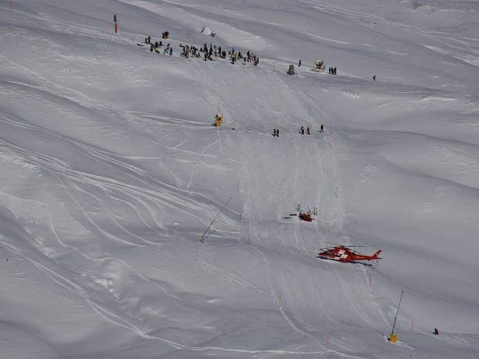 Zwei Skifahrer nach Kollision verletzt