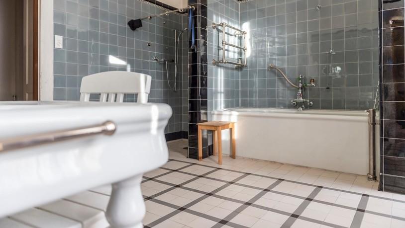 die geheimnisvolle villa sumatra. Black Bedroom Furniture Sets. Home Design Ideas
