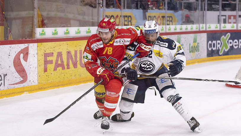 Biels Marc-Antoine Pouliot (links) und Ambris Michael Ngoy im hitzigen Fight