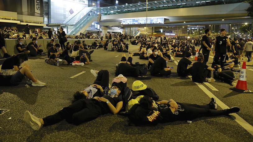 Protestierende-in-Hongkong-weigern-sich-zu-gehen
