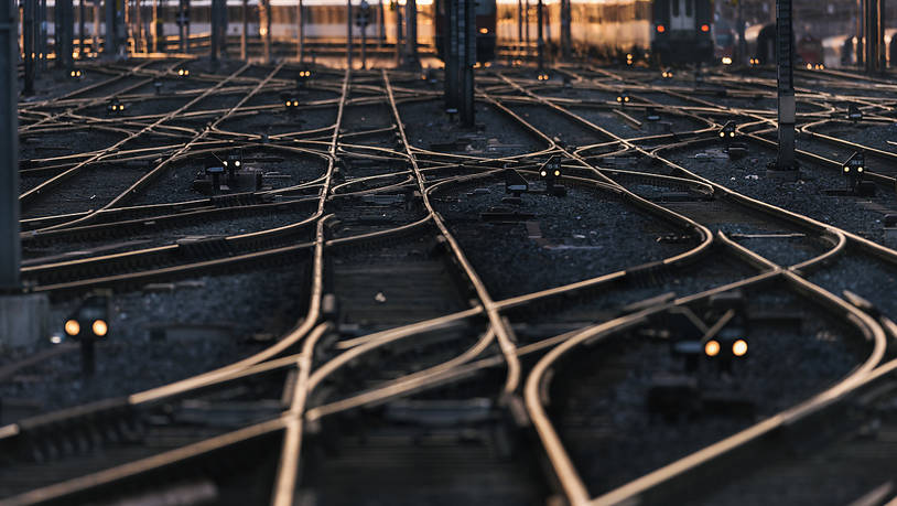 Die SBB testen weisse Farbe auf Schienen gegen Gleisverwerfungen | suedostschweiz.ch