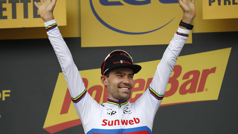 Tom Dumoulin jubelt Ende Juli 2018 vom Podest der Tour de France