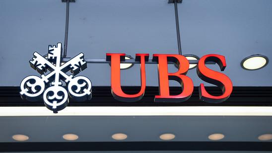 Die Aktien der UBS sind am Mittwoch unter die Marke von 10 Franken gefallen. Damit notiert das Papier der grössten Schweizer Bank auf dem tiefsten Stand seit sieben Jahren. (Archiv)