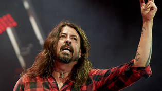 ARCHIV - Foo-Fighters-Frontmann Dave Grohl  beim Musikfestival Rock am Ring 2018. Foto: Thomas Frey/dpa